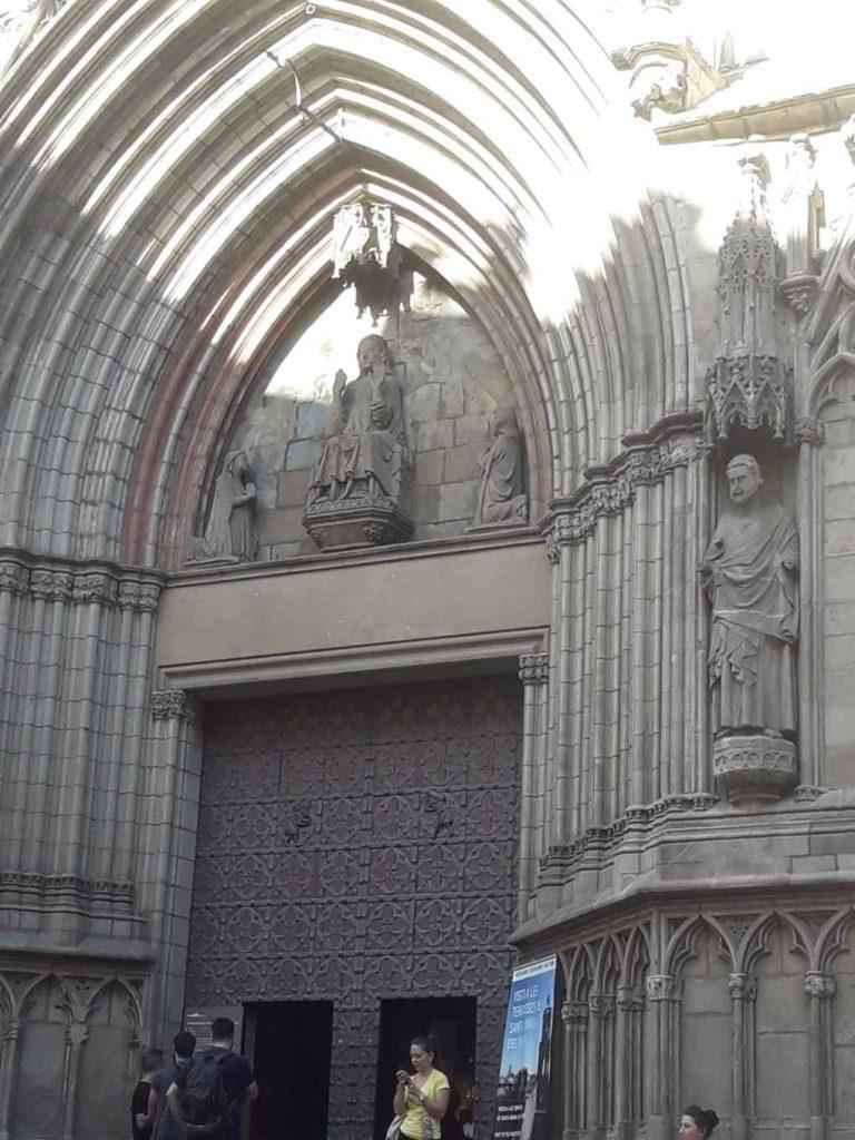 Fasada święta Eulalia Barcelona