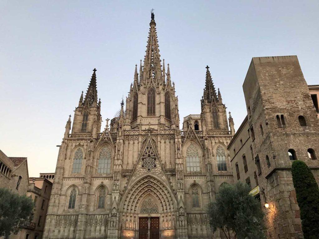 fasada katedry Barcelony