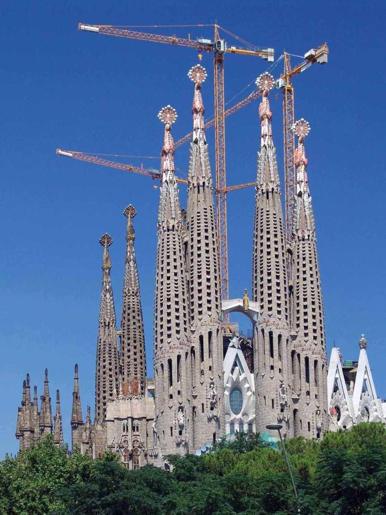 Sagrada Familia z daleka Barcelona