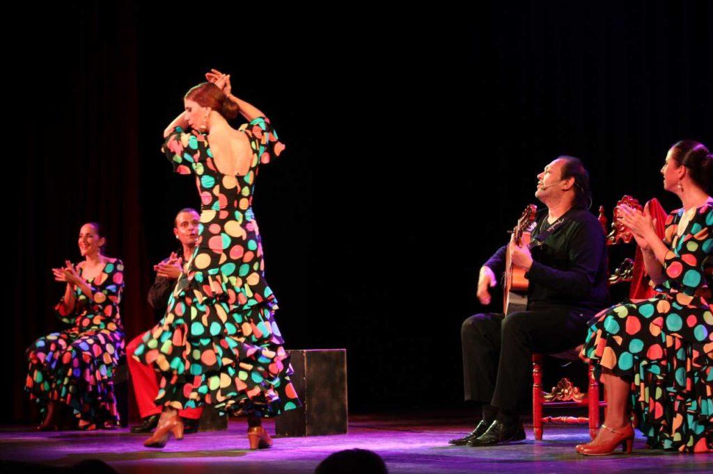 Flamenco-typowy taniec z Andaluzji.